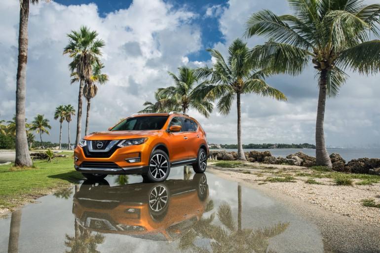 Nissan Rogue, sau ba năm liên tiếp tăng trưởng doanh số kể từ khi giới thiệu thế hệ thứ hai được thiết kế lại hoàn toàn cho năm 2014, có một bước tiến quan trọng nữa cho năm 2017 với diện mạo mới, tiện ích nâng cao và bộ công nghệ Lá chắn an toàn Nissan mở rộng.