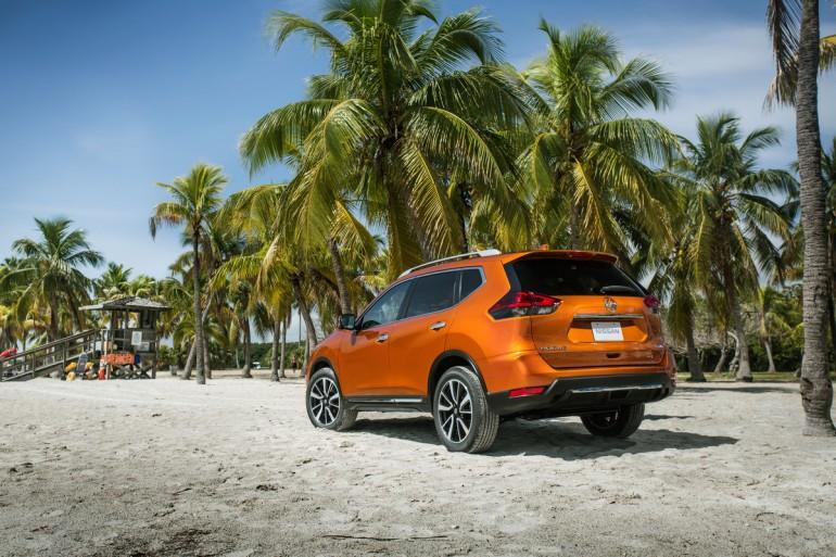 Nissan Rogue, sau ba năm tăng trưởng doanh số liên tiếp kể từ khi giới thiệu thế hệ thứ hai được thiết kế lại hoàn toàn cho năm mô hình 2014, có một bước tiến quan trọng khác cho năm 2017 với diện mạo mới, tiện ích nâng cao và bộ công nghệ Nissan Safety Shield mở rộng.