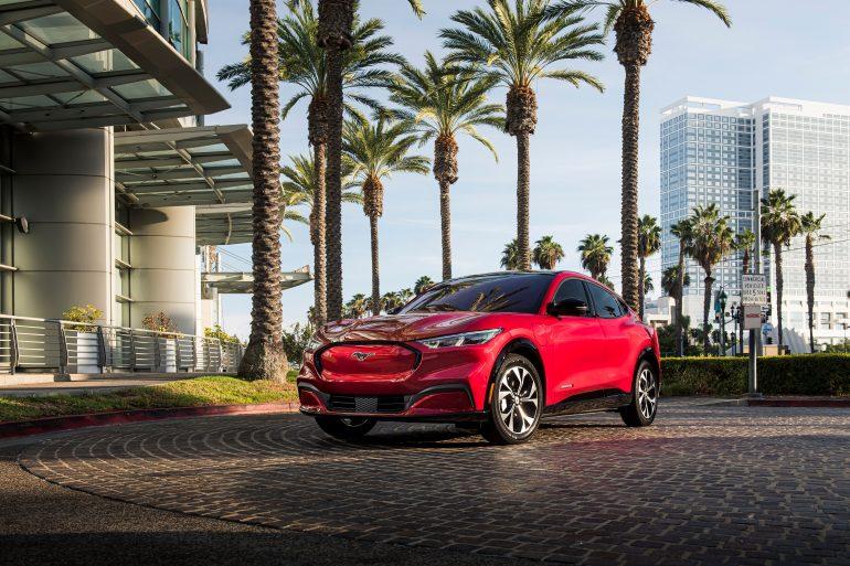 Năm 2021 Công bố Giải thưởng Ô tô / Xe tải / SUV của năm tại Bắc Mỹ - Người chiến thắng: Hyundai Elantra / Ford F-150 / Ford Mustang Mach-E