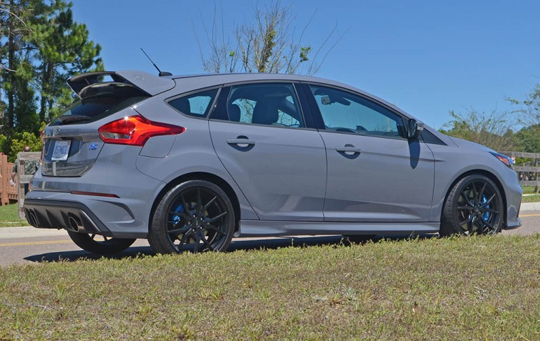 2017-ford-focus-rs-side-1