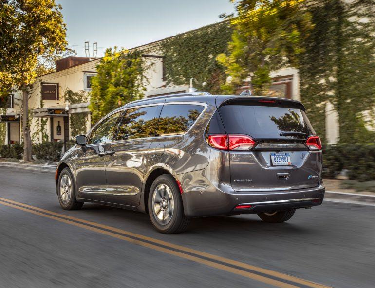 Kể từ năm 1983, Chrysler dẫn đầu dòng xe tải nhỏ: Chrysler Pacifica Hybrid 2019