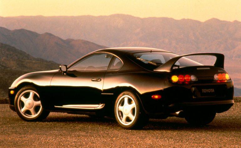 1994 toyota supra turbo màu đen phía sau