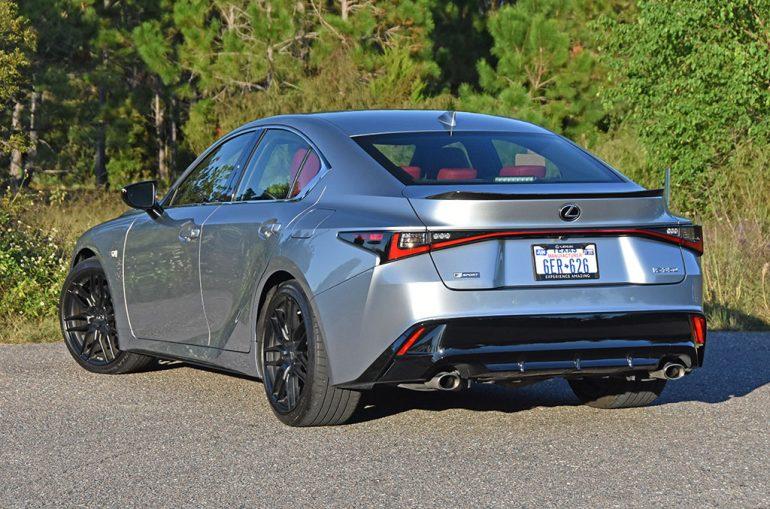 Lexus 2021 là 350 f thể thao phía sau