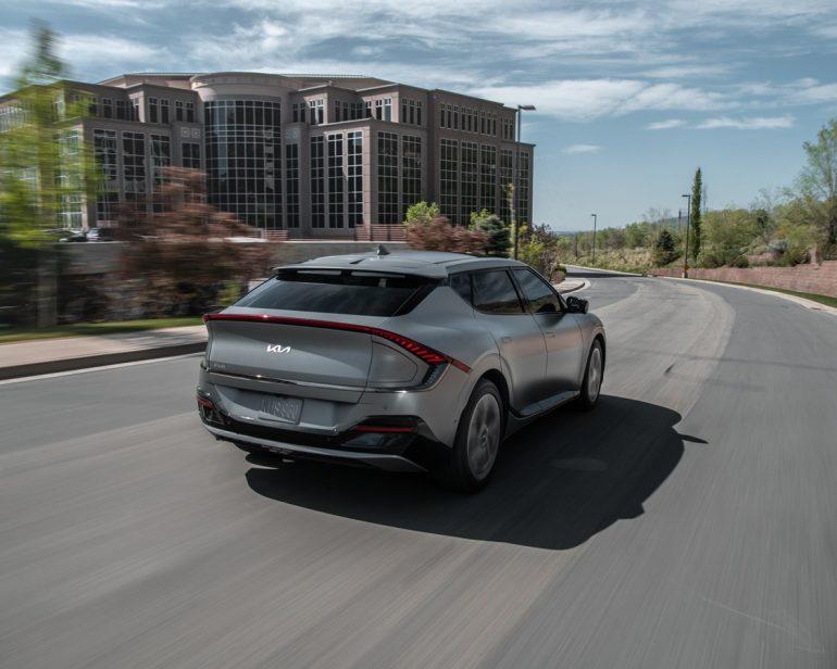 Xem trước xe mới: 2022 Kia EV6 - Xe điện CUV thể thao của Kia