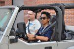 Một nghệ thuật đã mất được tìm thấy lại: Kinh nghiệm lái xe của Hagerty dạy thanh niên cách lái xe hộp số tay