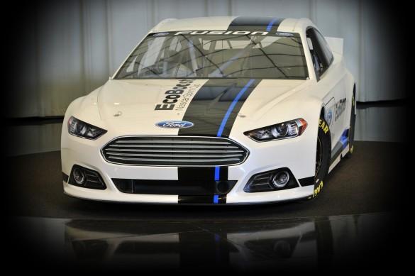 Bộ kết hợp NASCAR mới của Ford thậm chí có thể khiến chúng ta phải xem các cuộc đua xe cổ