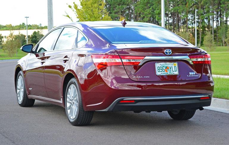 2013-toyota-avalon-hybrid-3
