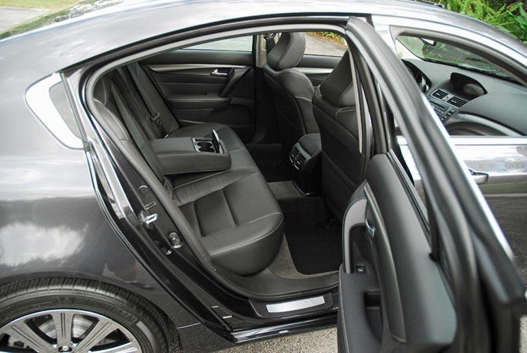 2014 Acura TL Special Edition Ghế sau nhỏ gọn