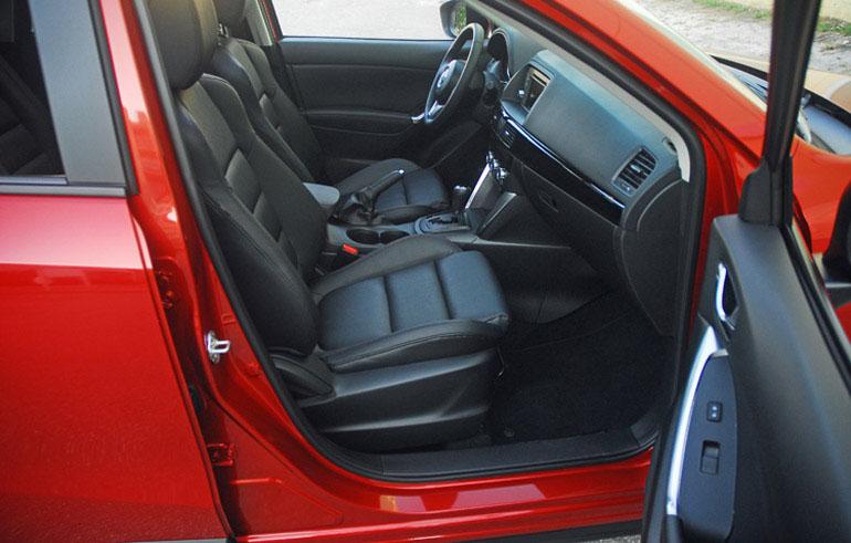 Ghế trước Mazda CX5 2014 nhỏ gọn