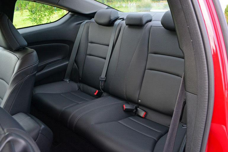 2014-honda-accord-coupe-v6-exl-6sp-ghế sau