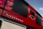 Chevrolet giới thiệu phiên bản Rally Silverado 2015 với cách xử lý cà vạt màu đen
