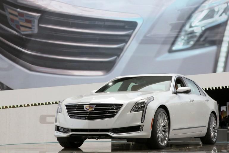 Cadillac giới thiệu mẫu sedan hạng sang CT6 vào thứ Tư, ngày 1 tháng 4 năm 2015 tại Triển lãm Ô tô Quốc tế New York ở New York, New York. CT6 là một trong những mẫu sedan hạng sang cỡ lớn nhẹ và nhanh nhẹn nhất thế giới, với kích thước và độ rộng rãi ngang bằng với 7-Series trục cơ sở ngắn của BMW, nhưng trọng lượng, sự nhanh nhẹn và hiệu quả tương đương với chiếc Cadillac CTS nhỏ hơn - nhẹ hơn hơn BMW 5-Series. (Ảnh của Mike Appleton cho Cadillac)