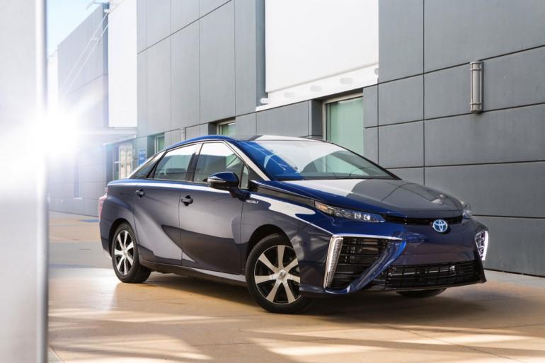 2016-toyota-pin-nhiên-liệu-xe-001-1