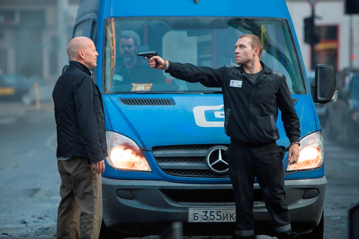 Mercedes-Benz Sprinter, với bạn diễn Bruce Willis - ảnh: Mercedes-Benz