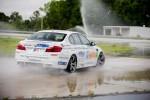 Trường dạy lái xe hiệu suất BMW lập kỷ lục Guinness thế giới về độ trôi xe trên xe M5 mới