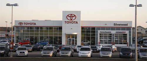 Thị trường người mua: Giao dịch đại lý tăng trong khi ngành công nghiệp ô tô giảm