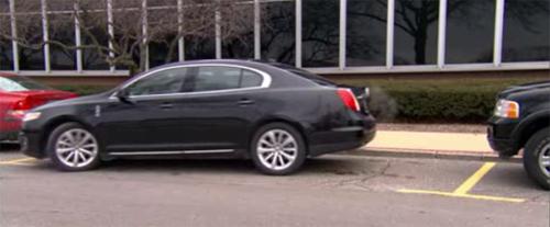 Những người lười biếng Hãy xem đây: Hệ thống hỗ trợ đỗ xe chủ động của Ford đang hoạt động