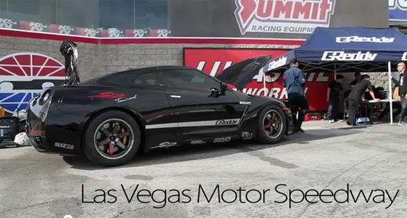 Nissan GT-R thuộc sở hữu tư nhân nhanh nhất thế giới chạy 8.793 giây.  Phần tư dặm