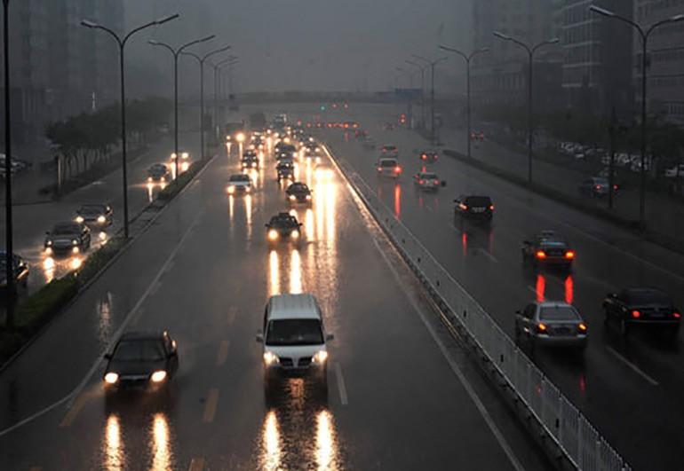 bất hợp pháp-florida-lái xe-nguy hiểm-trên-mưa-2