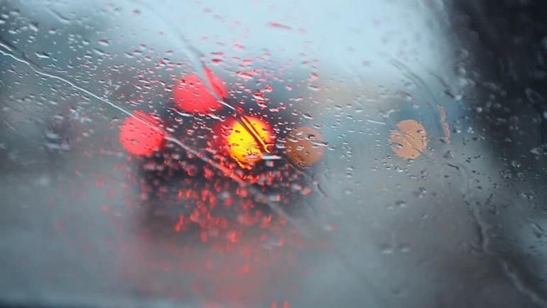 bất hợp pháp-florida-lái xe-nguy hiểm-trên-mưa-3