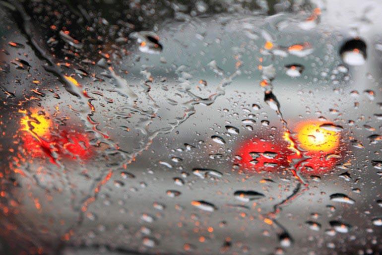 bất hợp pháp-florida-lái-xe-nguy-hiểm-trên-mưa