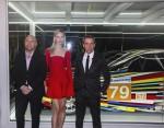 Jeff Koons đã giới thiệu Hoa Kỳ ra mắt chiếc xe nghệ thuật BMW của mình tại Art Basel ở Bãi biển Miami