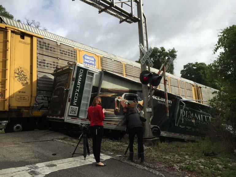mclaren-12-trailer-xe lửa-xác tàu-2