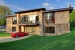 $ 4 Triệu 2 phòng ngủ, 2,5 phòng tắm Ngôi nhà có nhà để xe 16 chỗ là lý tưởng cho những người đam mê ô tô